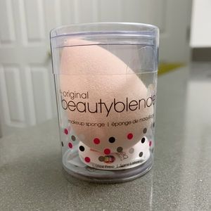 NWT BeautyBlender - Light Pink